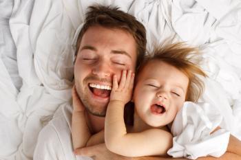 Lebensversicherung Test: Vater mit Kleinkind